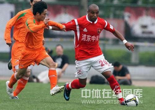 学生军进攻破门乏术北京理工主场0-0平上海中邦