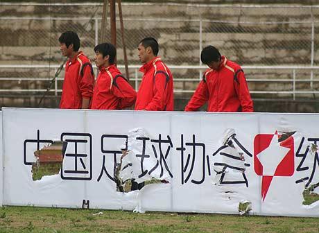 图文-[中甲]延边队1-0北京宏登场外广告牌遭重创