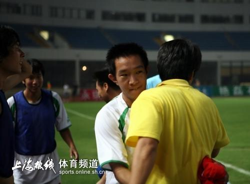 图文-[中甲]浦东中邦2-1上海东亚申思与爱将相拥
