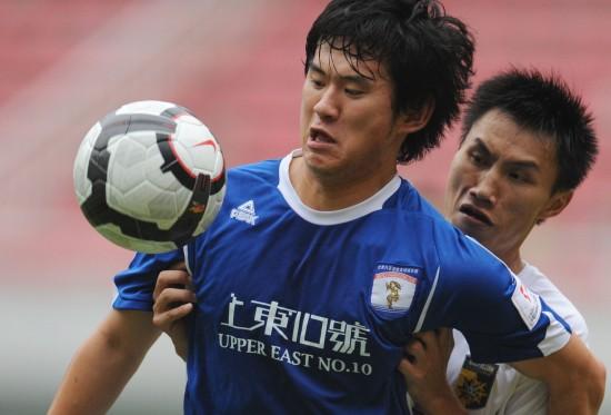 图文-[中甲]湖南湘涛1-0北京八喜王华强护住皮球