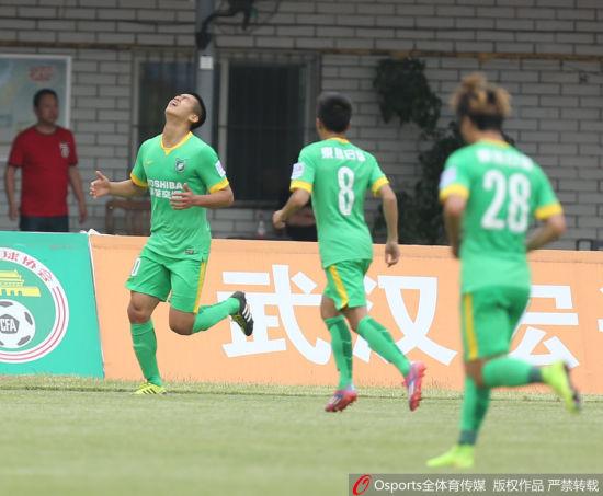 张玉宁庆祝进球