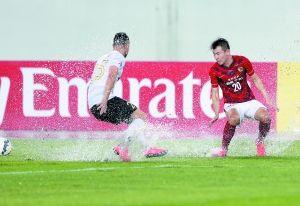 5月5日,亚冠小组赛最后一轮,广州恒大在主场天河体育场对阵西悉尼流浪者,不少球迷对当天球场上的积水印象深刻。 广州日报记者 廖艺 摄