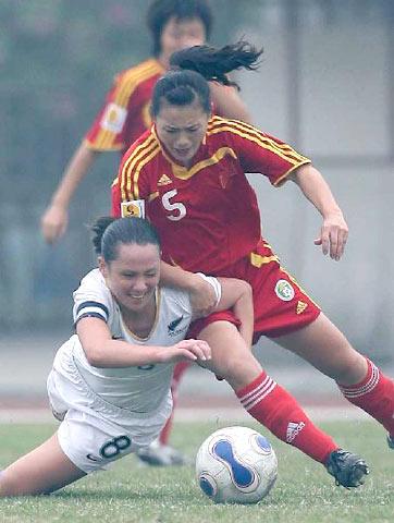 图文-[热身赛]中国女足4-0新西兰宋晓丽贴身逼抢