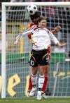 图文-[女足热身赛]中国0-2德国李洁力拼林格尔