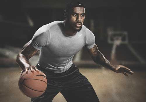 詹姆斯秀Nike Pro贴身运动服