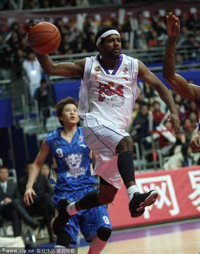 上海换血!卢卡斯三世回归 前湖人球员13轮后离队