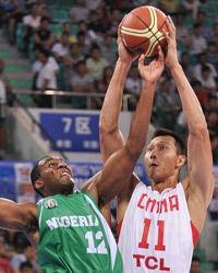 斯杯-易建联16分演扣篮秀中国男篮胜尼日利亚