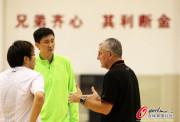 广东备战尤纳斯杜峰讨论战术