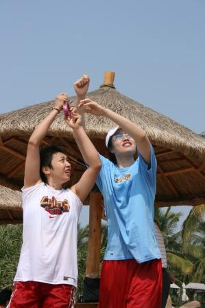 图文-中国男女篮共度最后欢乐时光女篮国手放风筝
