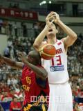 图文-[钻石杯]中国男篮VS安哥拉 球在哪里?