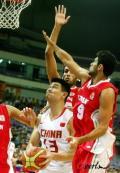 图文-[钻石杯]中国男篮VS伊朗 姚明被三人包夹