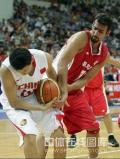图文-[钻石杯]中国男篮VS伊朗 李楠拼命争抢