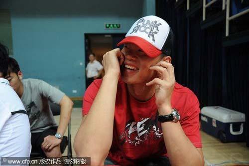 图文-[热身赛]中国男篮VS澳洲明星朱芳雨嘻哈风格