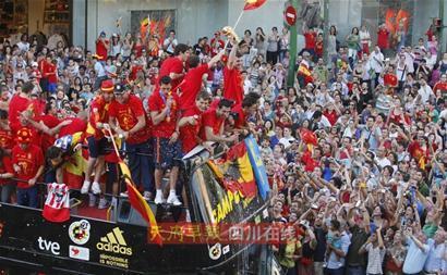 斗牛士凯旋马德里狂欢国王:你们是西班牙的楷模