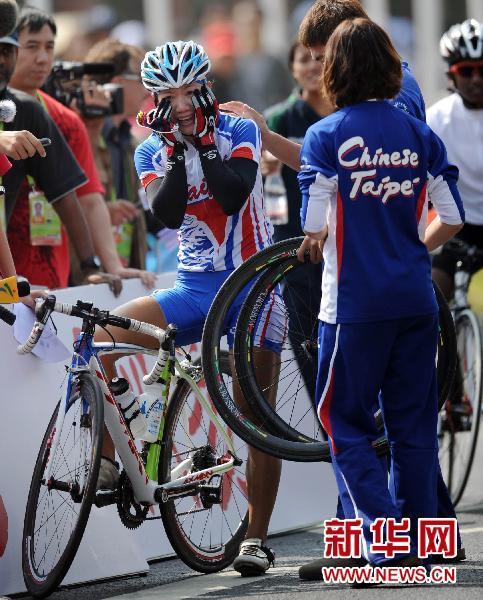 公路自行车女子个人赛中华台北选手萧美玉夺冠