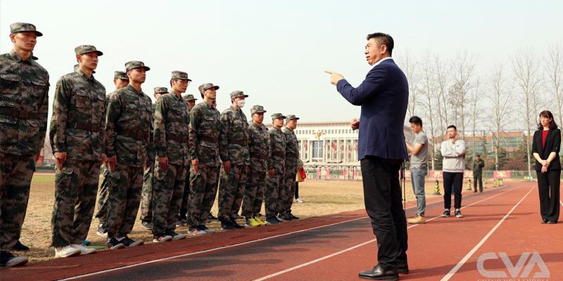 中国男排结束军训 会操表演展良好精神面貌