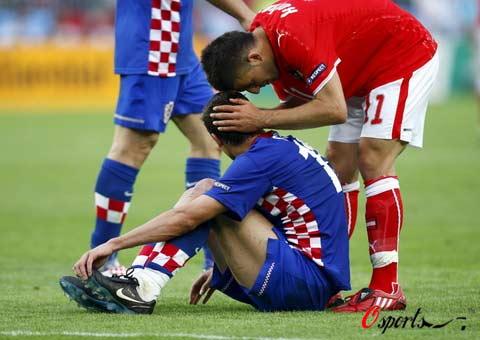 图文-[欧洲杯]奥地利0-1克罗地亚向受伤对手致歉