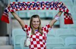 图文-克土两国球迷热情观赛克罗地亚的原动力