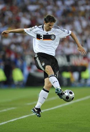 图文-[欧洲杯]德国VS西班牙弗雷德里希脚弓推球
