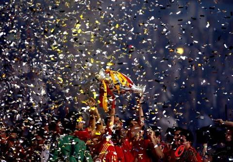 图文-西班牙队夺得欧洲杯冠军欧洲杯落幕繁花似锦