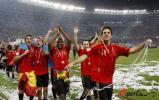 图文-西班牙队夺得欧洲杯冠军小法独领风骚