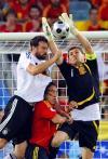 图文-[欧洲杯]德国VS西班牙大胡子门前抢点头球