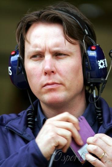 图文-F1巴塞罗那试车次日威廉姆斯技术总监迈克尔