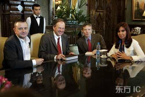 图文-达喀尔移师阿根廷新闻发布会四巨头气氛友好