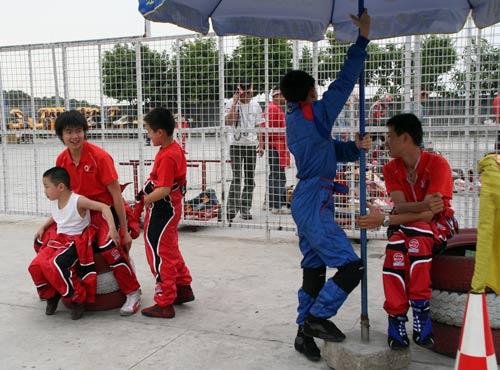 图文-CKC深圳站赛前热身仨一群俩一伙