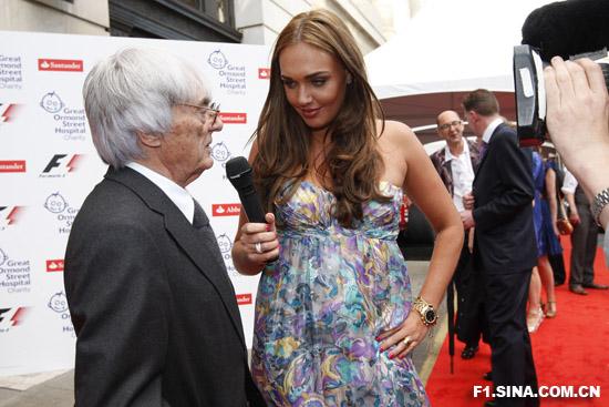 图文-伦敦F1慈善PARTY伯尼接受女儿的采访
