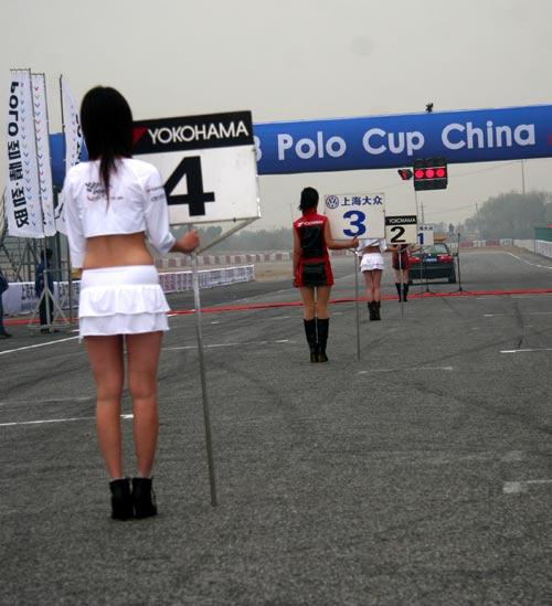 图文-POLO杯总决赛第10回合靓丽的POLO宝贝背影