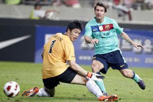 热身赛-伊布进球梅西3分钟2球巴萨5-2韩联赛明星