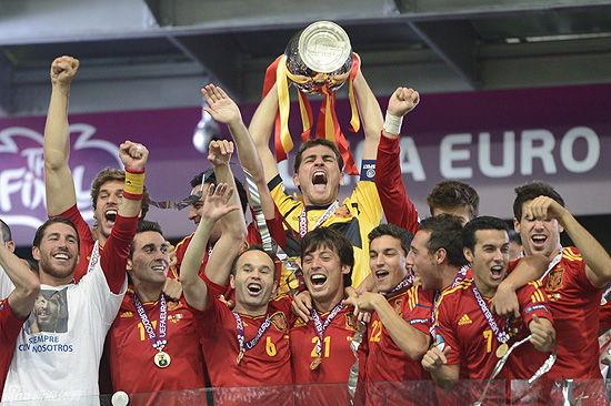 接下来的问题是:处于巅峰期的西班牙队会在2014世界杯再次捧杯吗?很有可能