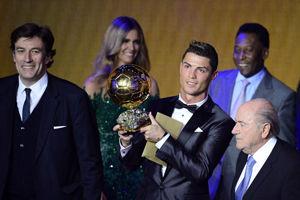 C罗荣膺2013年国际足联金球奖梅西里贝里居其后