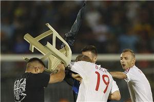 欧洲杯预赛罕见大群殴!政治旗语惹祸冲场抡凳子