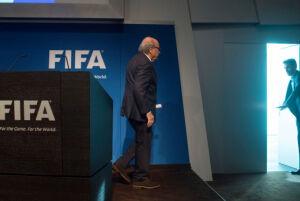 国际足联主席布拉特宣布辞职