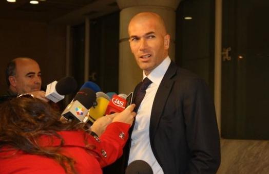 资料图片:齐达内昔日接受西班牙媒体的采访