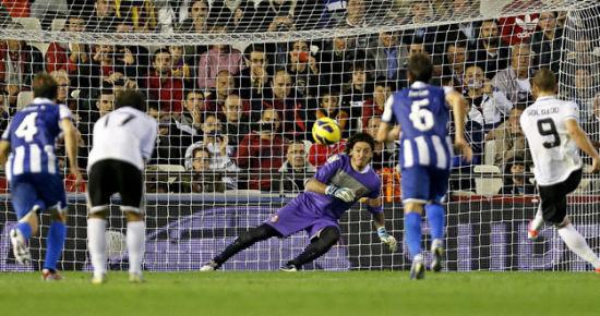 索尔达多打进一粒有争议的点球,帮助瓦伦西亚取得5连胜