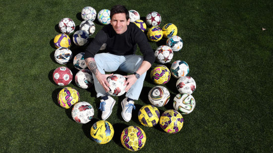 梅西与一切帽子戏法后珍藏的足球