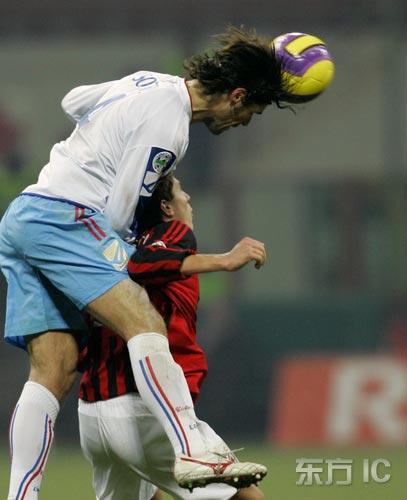 图文-[意大利杯]AC米兰VS卡塔尼亚客队高人一头