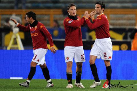 图文-[意甲]罗马2-0雷吉纳托蒂亲自祝贺老帕