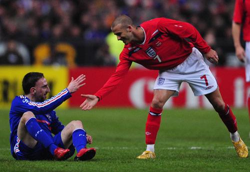 图文-[友谊赛]法国1-0英格兰小贝和里贝里友好握手