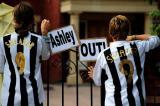 图文-纽卡斯尔球迷挽留基冈希勒球迷希望阿什利走