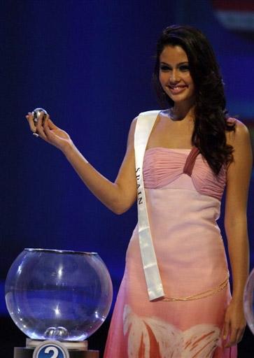 图文-09联合会杯抽签仪式西班牙小姐可爱的微笑