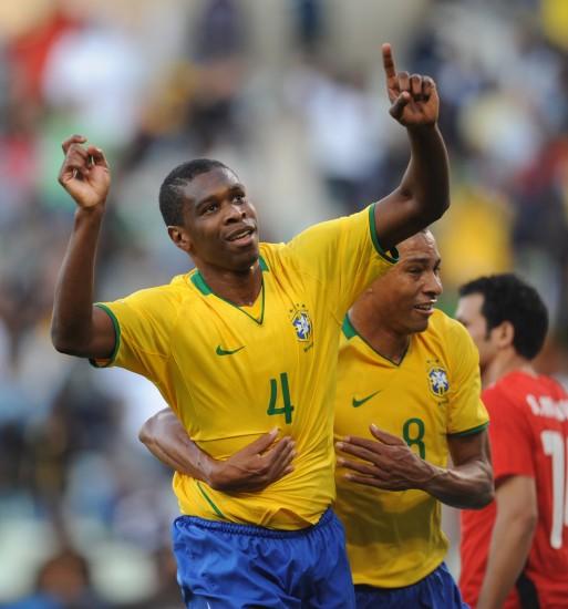 图文-[联合会杯]巴西VS埃及胡安与队友庆祝进球