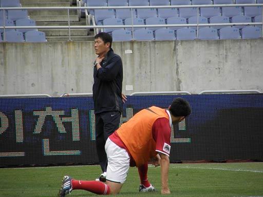图文-韩国明星赛赛前最后训练车范根关注李玮峰