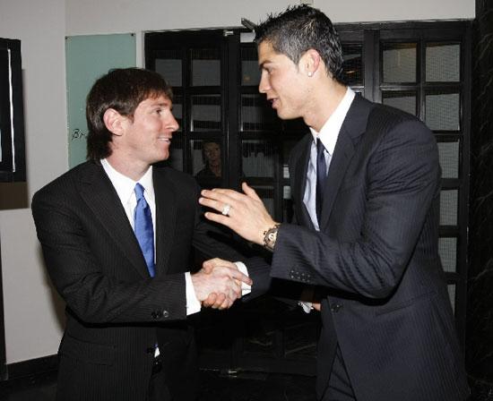 图文-2009世界足球先生颁奖典礼梅西C罗互相祝贺