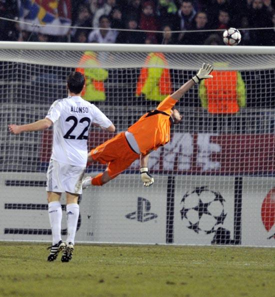 图文-[欧冠]里昂VS皇家马德里门将卡西成最忙之人