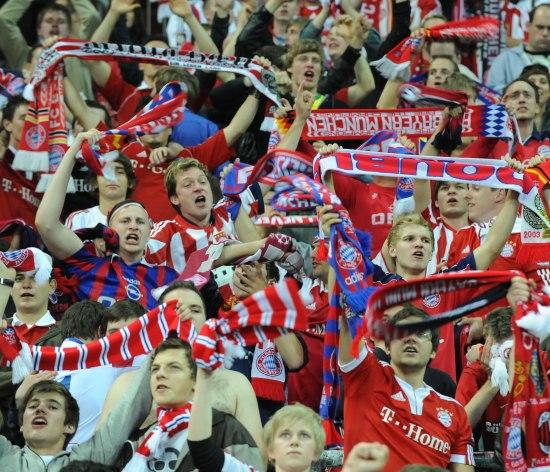 图文-09/10赛季欧冠颁奖仪式可爱的拜仁球迷