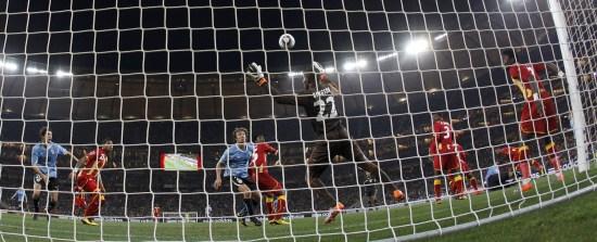 图文-[1/4决赛]乌拉圭vs加纳 加纳门将金森扑救_国际
